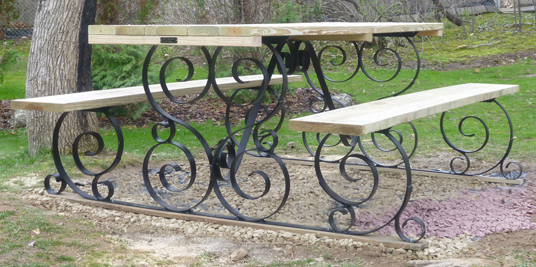 Charmant Wrought Iron Picnic Table